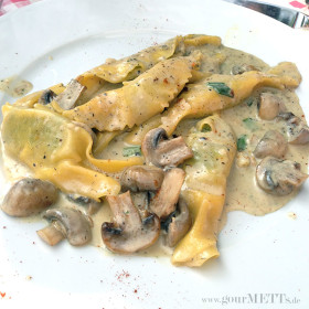 Caramelle mit Champignons in Trüffelsauce